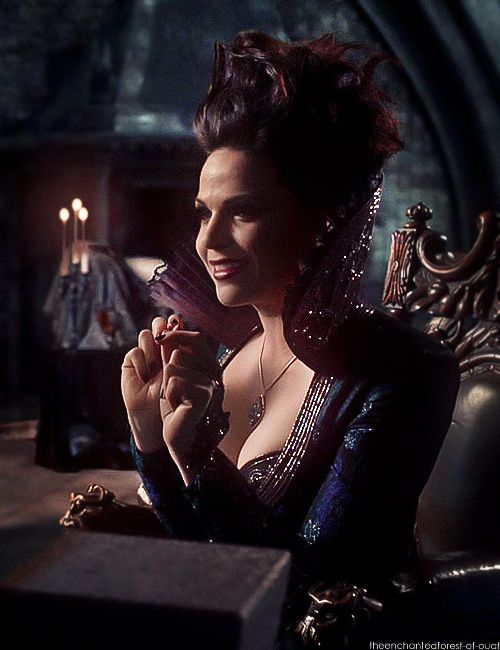 Absolutely beautiful costume from OUAT!!!!!! Gah. Why can't we dress like this today.