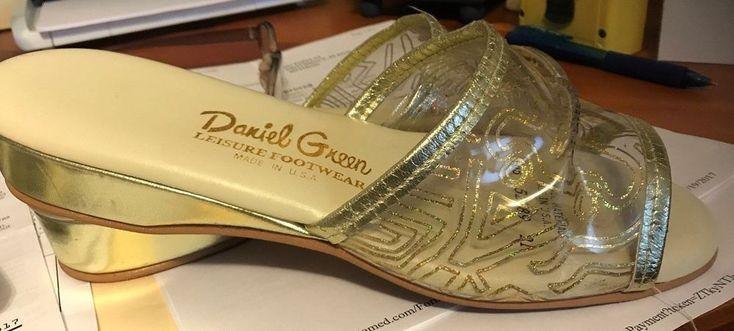 """Vtg Daniel Green Slippers Clear & Gold  size """"Leisure Footwear"""" Sz 6 or 6.5 """"B65 #DanielGreen #Slippers #Boudoir"""