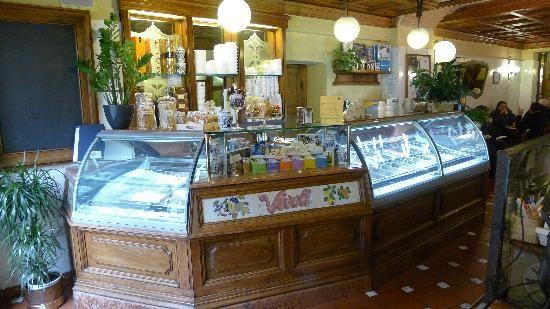 gelateria vivoli - Gorgeous ice-cream by Vivoli, lovely tiles by Sbigoli Terrecotte. Firenze, Italia