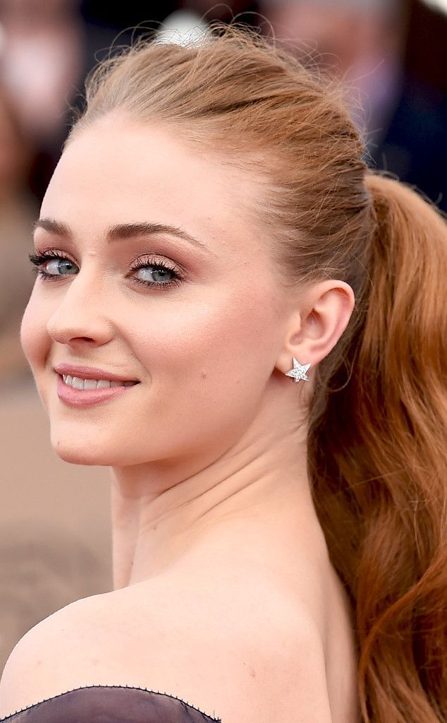 Sophie Turner from SAG Awards 2016: Best Beauty Looks  The Game of Thrones actress found all the right nudes to complement her skin tone.