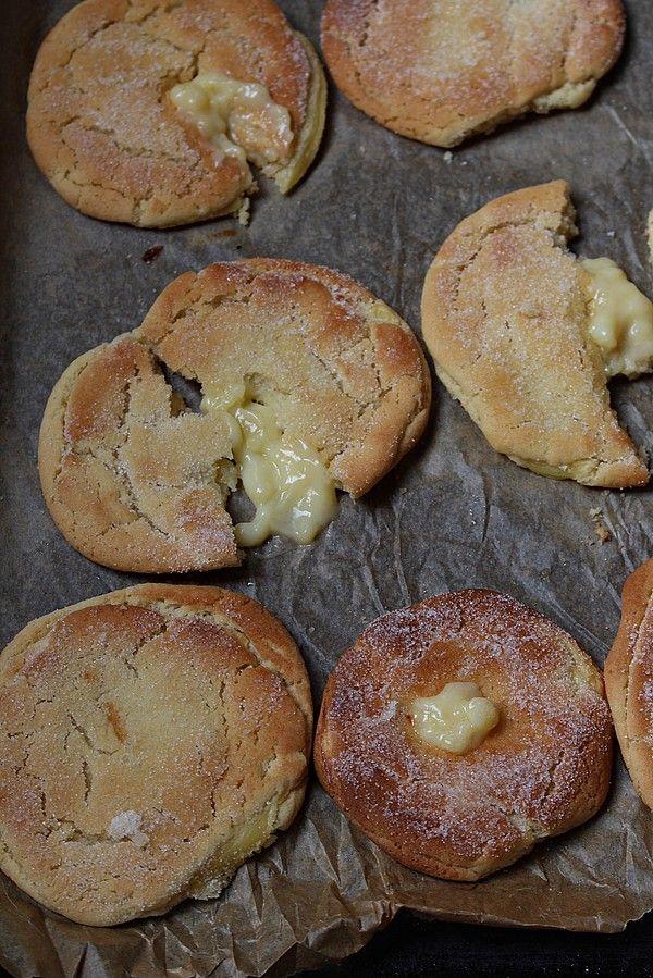 Jag har varit sugen på sockerbullar länge så det bli en småkaka som är en blandning av en bulle och en kaka. Kakan är härligt seg inuti smak av kardemumma med en vaniljkräm gömma. Jag använde mig…