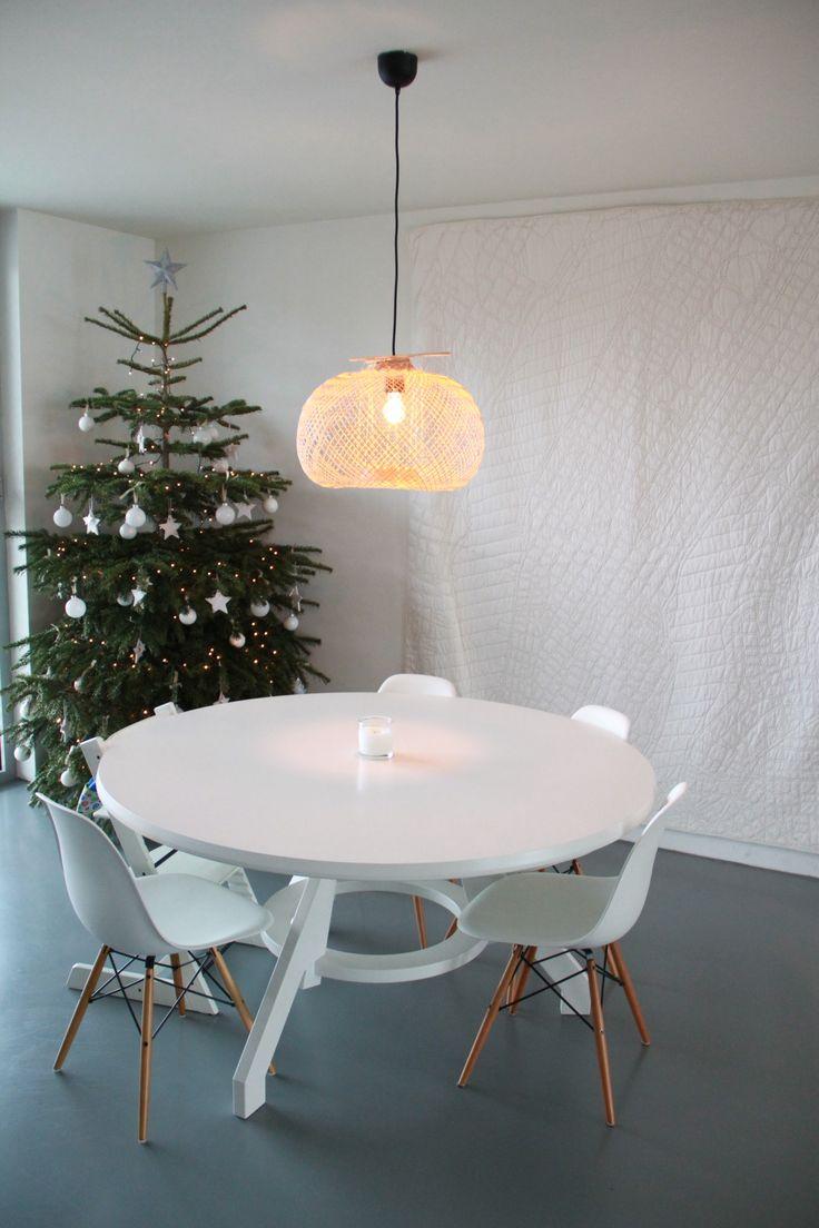 Ronde tafel in witte XXLtafel uitvoering