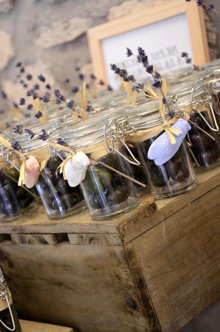 Des petits pots d'olives pour un thème Provençal #mariage #wedding #Provence