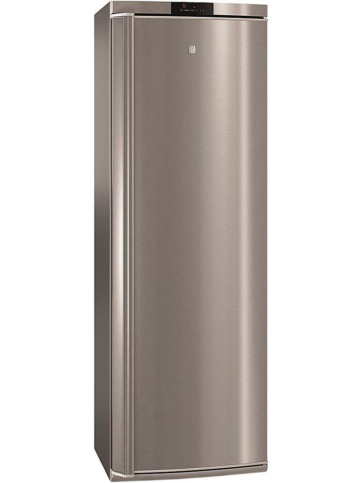 Husqvarna QR2460X är ett kylskåp med riktigt stort förvaringsutrymme. Med en nettovolym på 395 liter och inredning bestående av fyra hyllor i härdat glas.