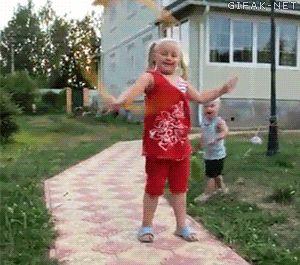 Niño pasa sin ser golpeado ¿Realidad o Ficción? { GIF } Etiquetas: #niños #increible #asombroso