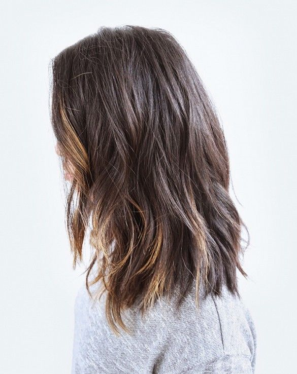 Model-off-duty look with loose, barely-there waves