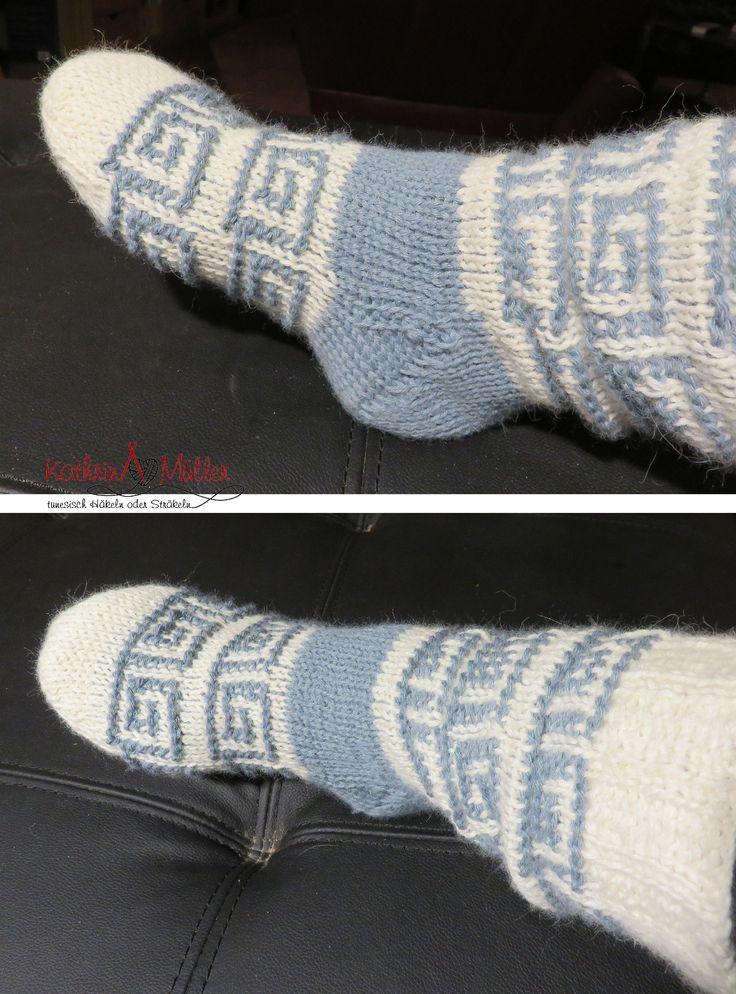 für warme Füße die Anleitung gibt es ab 26.10.2015 her: http://www.ravelry.com/patterns/sources/kathrin-mullers-ravelry-store/patterns