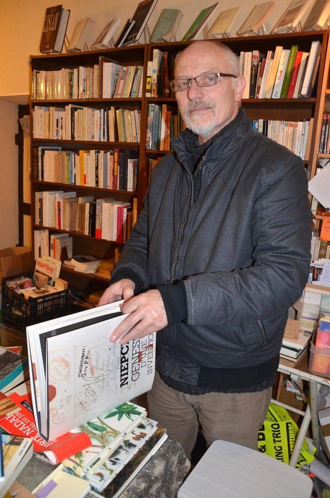 Jean-Paul Bourdon, bouquiniste dans la grande rue, préside aux destinées du Village du livre de Cuisery.