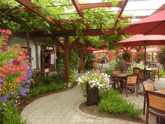 Dirty Laundry Vineyard: The beautiful patio