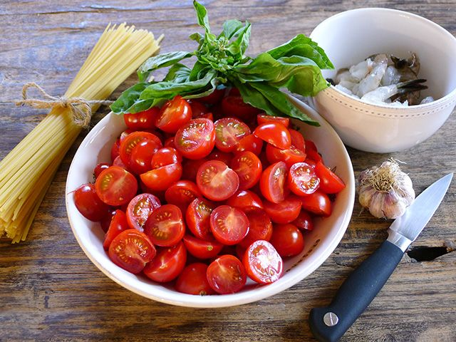 Foodist Approved: Spicy Shrimp and Cherry Tomato Linguine | Summer Tomato