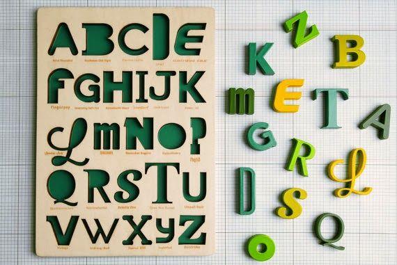 """Este """"juguete"""" permite enseñarles el abecedario y tipografía """"at the same time"""": La """"T"""" de Times New Roman... #tipography #green #deco"""