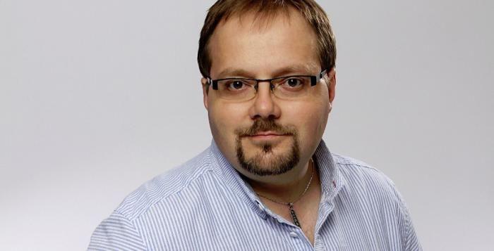 Dnes nevyhrávají volby vize, ale kdo lépe naservíruje lež, myslí si Michal Chalupný