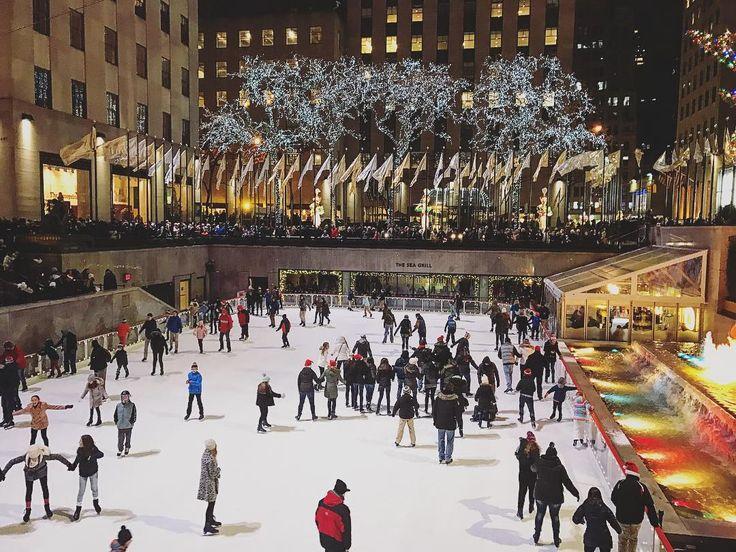 Ещё один популярный каток в Нью-Йорке - у Рокфеллер центра. Будьте готовы стоять в очереди! #christmas #windows #newyork #skating #ice #iceskating #windowshopping #каток #rockefellercenter #rockefellertree #christmasinnewyork #christmaswindows #рождество #рождественскиедекорации #nyc #ilovenyc #newyorknewyork #ньюйорк #rockefellertree #christmastree #елка #nyclife #nyc🗽 #рокфеллерцентр #winter #picturesofnewyork #christmasdecorations #rockefellerplaza #newyorker @timeoutnewyork…