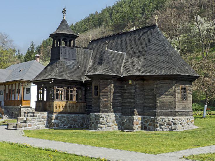 Biserica veche a manastirii Toplita