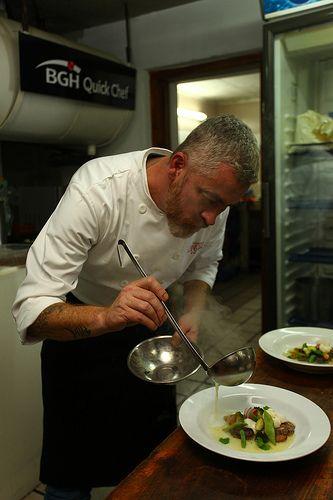 Alex Atala en el 9° Encuentro de Chefs de Altura. Villa La Angostura 2012. Seguí leyendo en http://fondodeolla.com/9-encuentro-chef-de-altura-la-angostura/