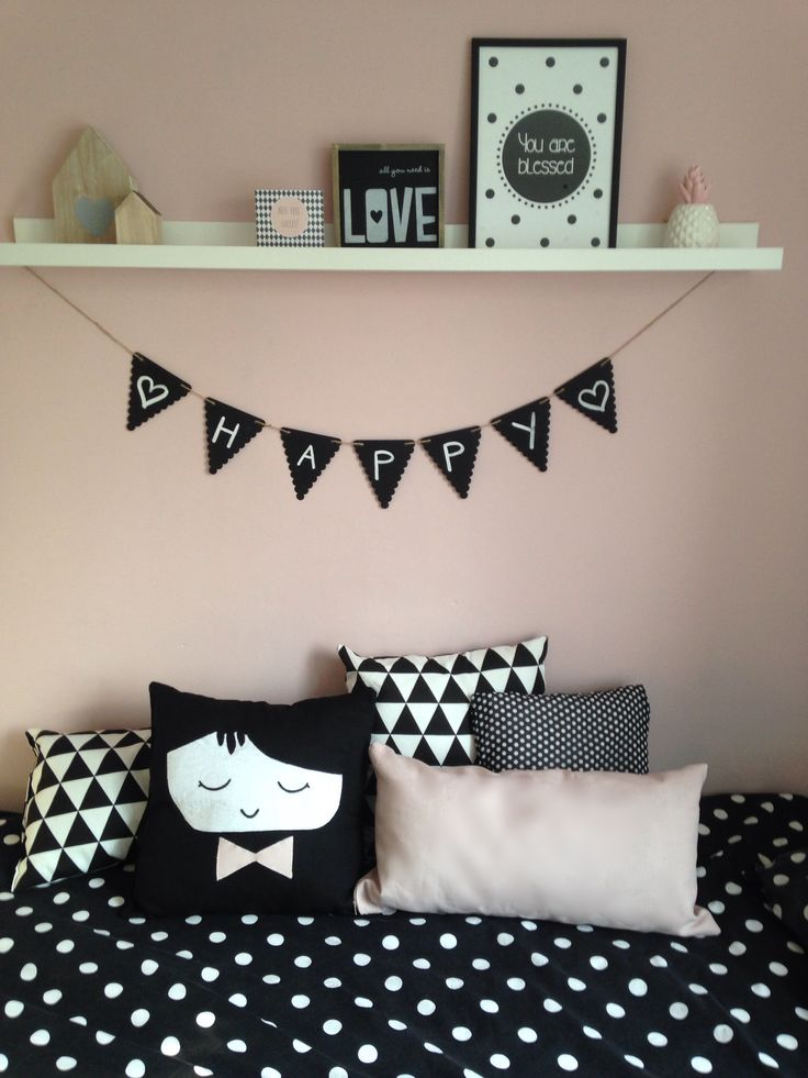 Meisjeskamer slaapkamer zwart/wit oud roze stippen contemporary Scandinavian chic minimalist and retro en trend interior design fusion in a little girls bedroom , play room