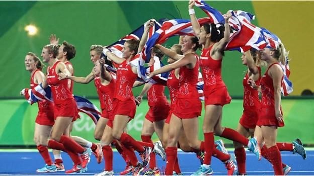 Rio Olympics 2016: Great Britain's women's hockey team celebrate - BBC Sport