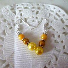 Bijoux fantaisie : boucles d'oreille perles jaunes nacrées@laboutiquedenath