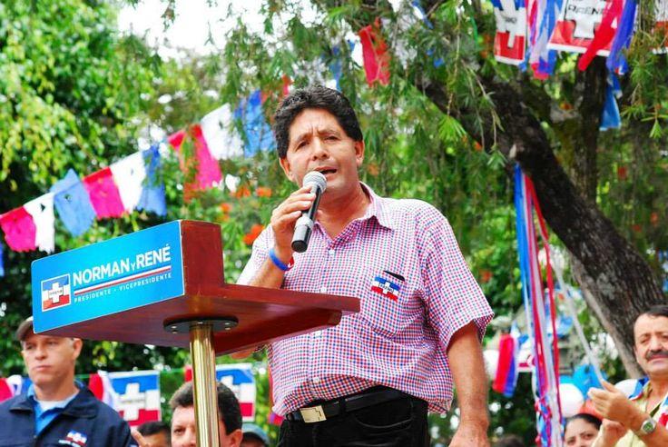 Norman Quijano futuro presidente de El Salvador, visitando San Ignacio.
