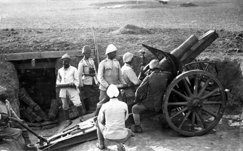 A Turkish artillery squad at Harcira, in 1917. Turkish troops with a German 105 mm light field howitzer M98/09. (Library of Congress)