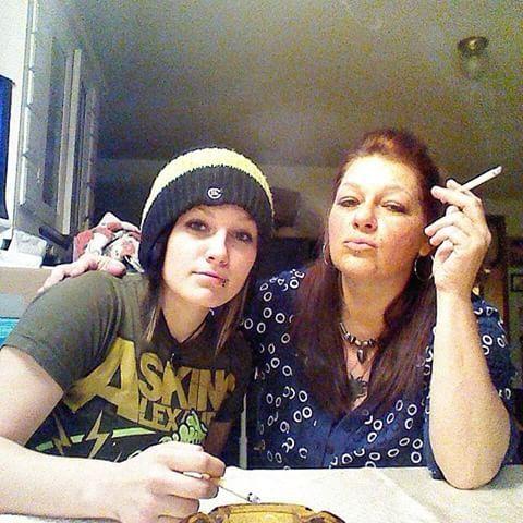 https://i.pinimg.com/736x/04/0b/af/040bafa12d24127bcbb6e19cb013ca89--urban-life-mother-daughters.jpg