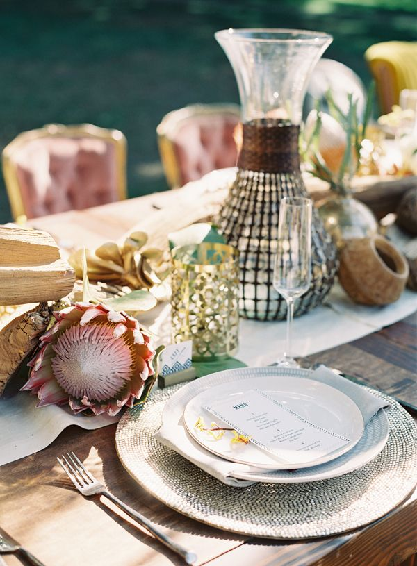 This is a gorgeous #wedding table inspiration with its gold elements and protea! From http://ruffledblog.com/safari-wedding-inspiration/  Photo Credit: http://carolinetran.net/