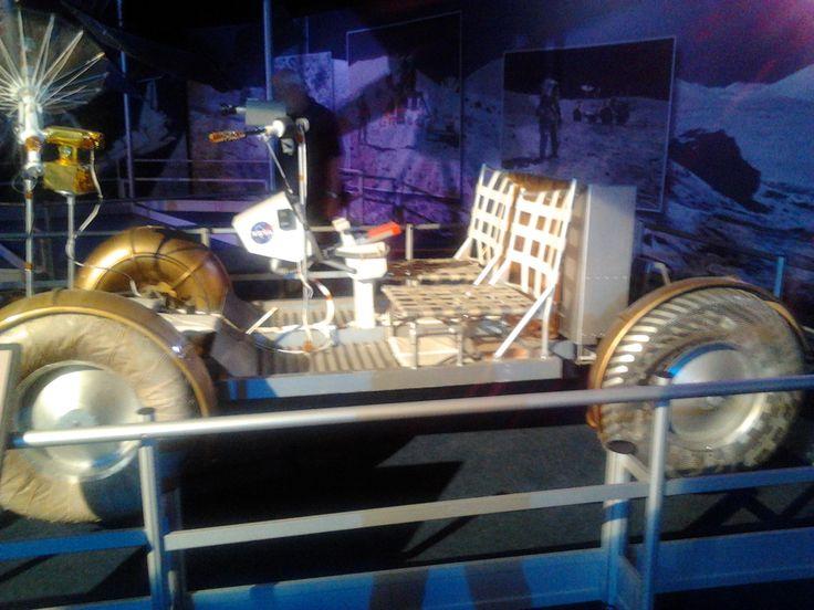 Gateway to space. Model terénního průzkumného elektromobilu LRV Rover ve skutečné velikosti