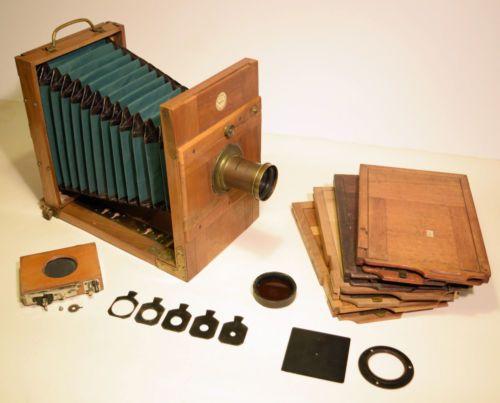 Antike-Plattenkamera-Balgenkamera-aus-Holz-mit-Zubehoer-Hersteller-AD-Fischl-JR