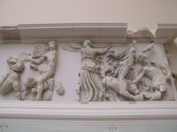 Altar de Zeus y Atenea. FEBE. Pergamo, Museo de Berlín. 180/160 a.C.