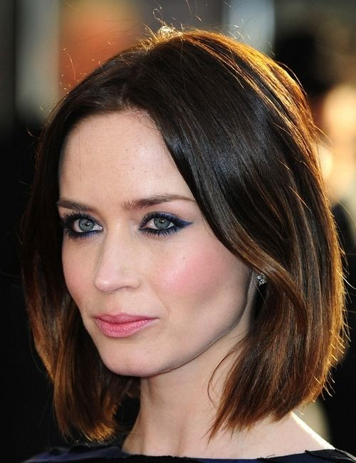 Emily Blunt | Blunt hair, Celebrity short hair, Oval face ...
