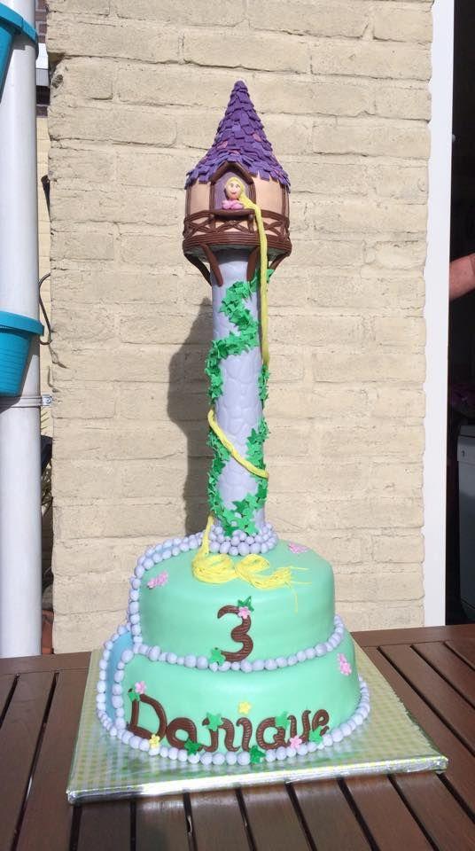 Rapunzel cake from one of our 'Taarten Decoreren Magazine' Facebook followers