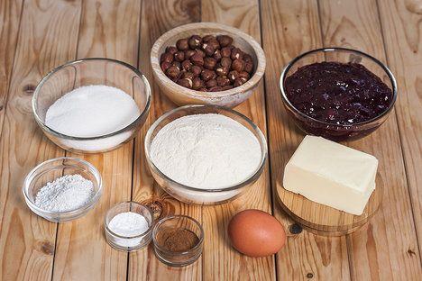 Křehké máslovo-oříškové těsto doplňte skořicí a brusinkami; Eva Malúšová