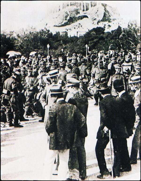Φωτογραφία από την επιστράτευση του 1912 στην Αθήνα.