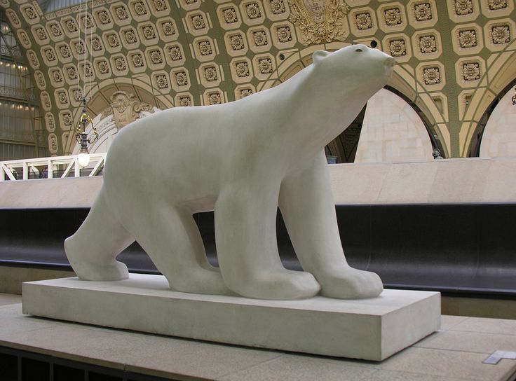 1922 - l'Ours Blanc - François Pompom - worked as Auguste Rodin's assistant. He became famous for his stylized animals. The original is located at the Musée d'Orsay in Paris. François Pompon may be considered as a forerunner of modern sculpture, and influenced Constantin Brâncuși, among others.