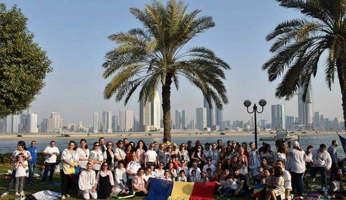 """Dansatorii Ansamblului Folcloric """"Lugojana"""" și-au început turneul în Emiratele Arabe Unite cu un spectacol dedicat Zilei Naționale a României, susținut la invitația Consulatului României din Dubai.…"""