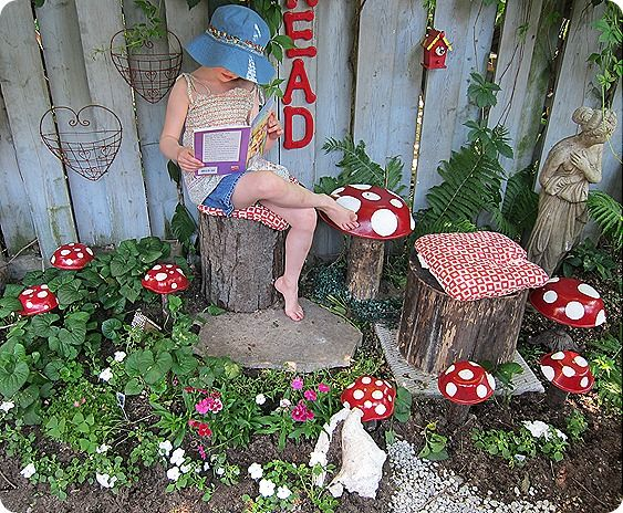 Diy: toadstools. Cute!: Kids Reading Nooks, Wooden Bowls, Reading Area, For Kids, Mommo Design, Fairies Gardens, Reading Rooms, Reading Spots, Reading Spaces