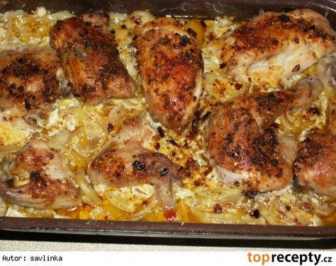 neskutečně dobré kuře 4 kuřecí stehýnka, 2 smetany na vaření, brambory, sůl, mletý kmín, cibule a máslo Postup přípravy receptu Pekáč vymažeme máslem, vložíme brambory na plátky nakrájené. Ty posolíme, posypeme mletým kmínem a na ně dáme nakrájenou cibulku...... na to vložíme kuřecí stehýnka, která opět posolíme a posypeme mletým kmínem. Vše zalijeme smetanou a pekáč přikryjeme druhým......tak to pečeme asi 1 1/2hod, pak otevřeme a ještě pečeme, dokud není kůžička křupavá - cca 20min.