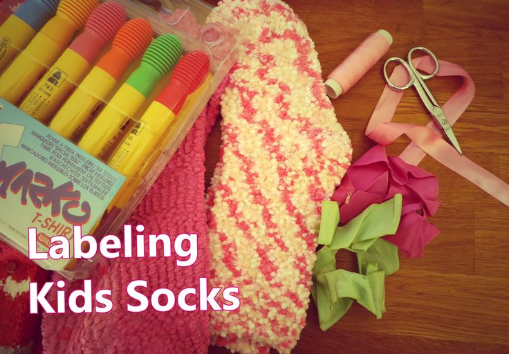 Labeling Kids Socks for School or Camp Marcar as Meias dos Miúdos