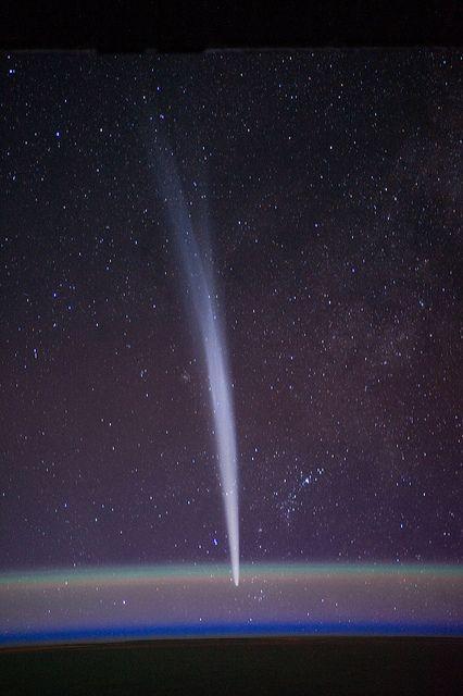 Comet Lovejoy visible near Earth's horizon
