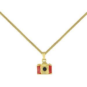 Cordão com pingente de câmera fotográfica em resina, banhado a ouro 18K. R$ 44,99