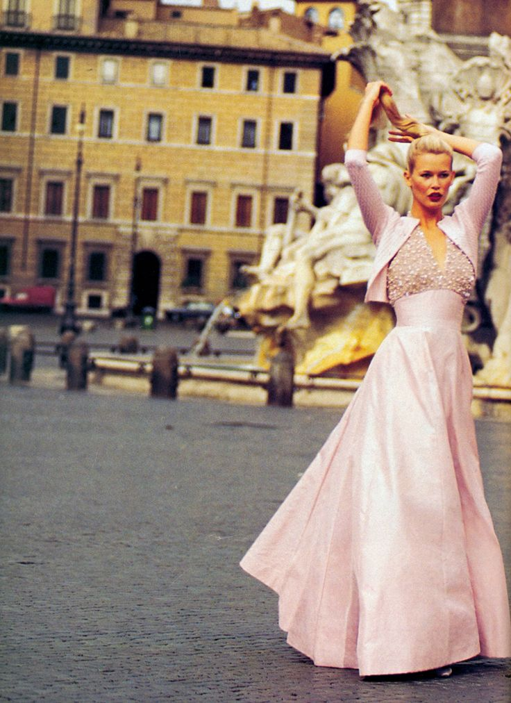 """Claudia Schiffer in """"Roman Holiday"""" by Arthur Elgort for Vogue US December 1994"""