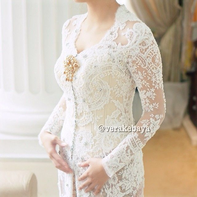 Instagram media by verakebaya - Details... #kebaya #weddingdress #fashionwedding #lace #swarovski #verakebaya ❤️❤️❤️