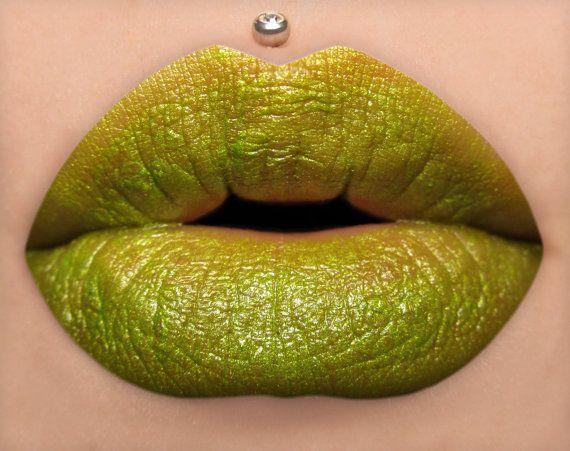 Criatura  lápiz labial verde amarillo brillante por BeautyUndead