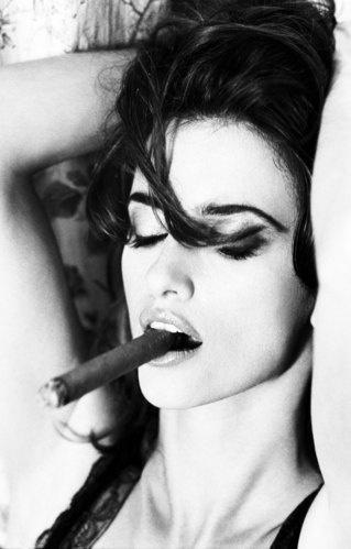 Penelope Cruz, Paris 2003 looking stunning with a #Cigar