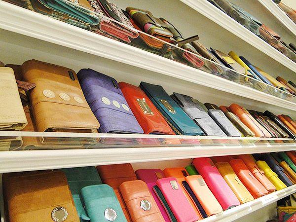 Te presentamos la nueva colección primavera-verano 2014 Amphora con nuevos modelos y colores en carteras, calzado, marroquinería y accesorios. ¡Ven a Mall VIVO Panorámico y llévate el regalo ideal!