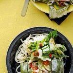Thaise zalmpakketjes [bananenbladeren] met noedels & paksoi