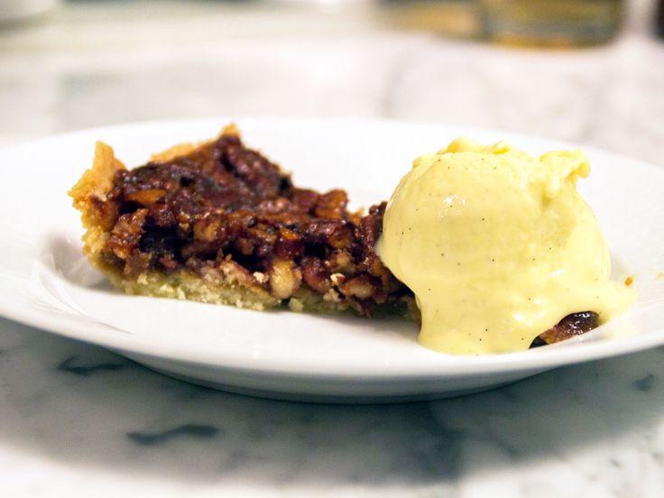 Pekannötspaj med hemgjord vaniljglass | Recept från Köket.se