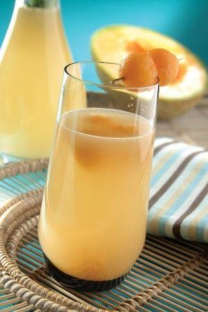 Agua de semillas de melón, un agua rica y fresca para acompañar tus alimentos durante la comida o la cena.