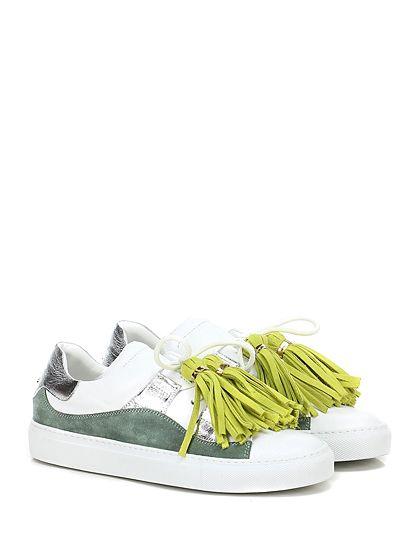 L'AUTRE CHOSE - Sneakers - Donna - Sneaker in pelle, camoscio e pelle laminata con applicazione metallica su retro e nappine frontali. Suola in gomma, tacco 30. - BIANCO\VERDE\SILVER - € 280.00