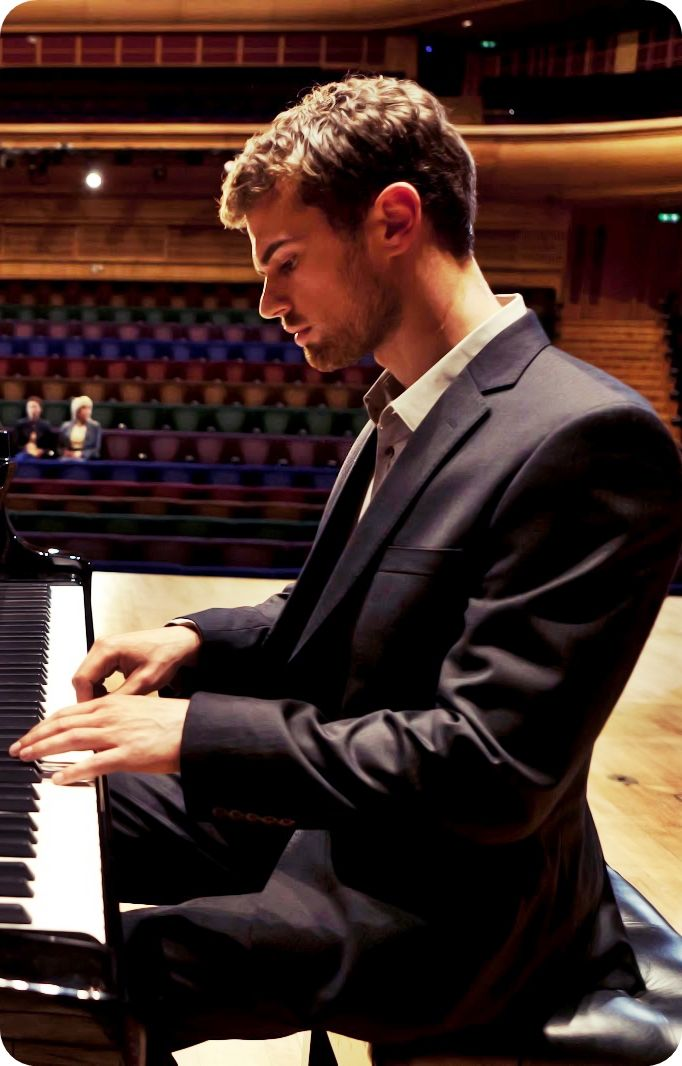 he can play the PIANO?! oooooh I'm in love...he can act, he can sing and he can play the piano, he was in a freaking awesome band...he's from London...need I say more?